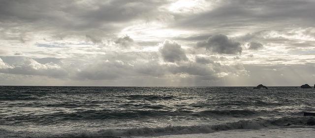cloudy-1309843_640