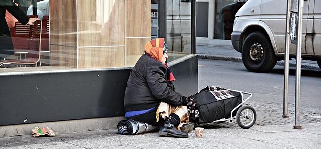 poverty-1423343_640-2