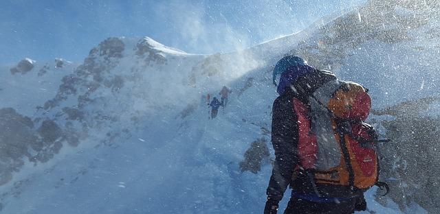 stürmische Bergwanderung