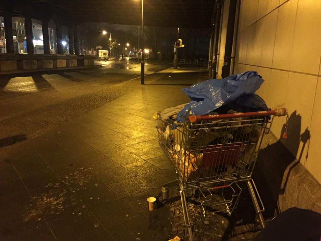 obdachlos Einkaufswagen