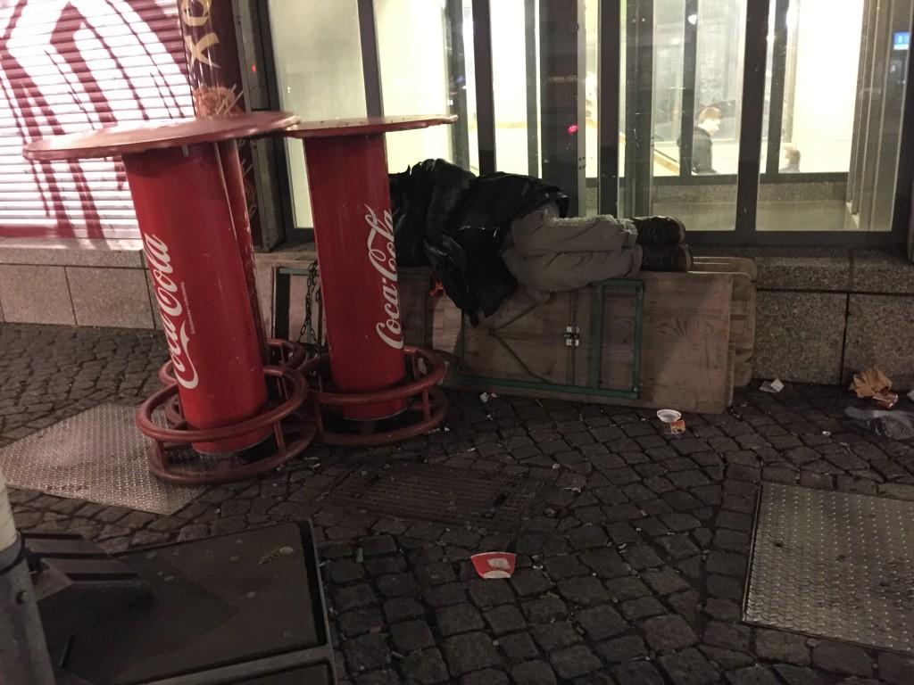 obdachlos Bierbaenke