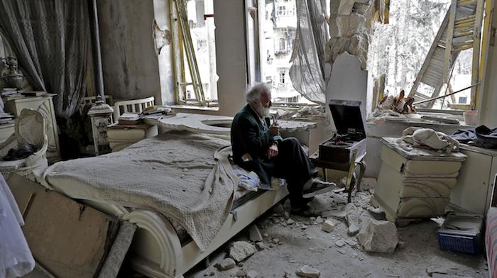 Alter Mann im Krieg