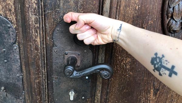 Tür anklopfen